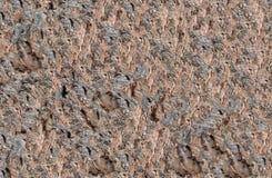 O fundo do áspero desigual marrom de pedra no desenho canaliza ornamento interessante Fotos de Stock Royalty Free