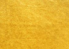 O fundo do couro amarelo da camurça fotografia de stock