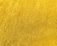 O fundo do couro amarelo da camurça fotos de stock