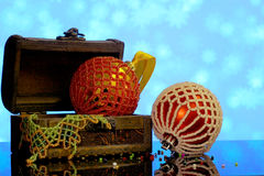O fundo do Natal com bolas decorou os grânulos de vidro Foto de Stock Royalty Free