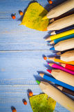 O fundo do vintage coloriu a tabela do azul dos frutos do outono dos lápis Foto de Stock Royalty Free