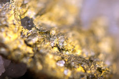 O fundo dourado para você projeta a gema macro da foto Fotos de Stock