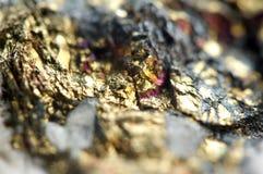 O fundo dourado para você projeta a gema macro da foto Fotografia de Stock