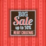 O fundo e a etiqueta vermelhos do Natal com venda oferecem Imagens de Stock Royalty Free