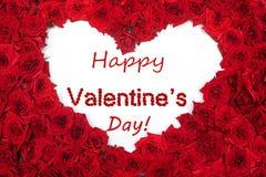 O fundo e a rosa vermelhos da rotulação do dia feliz de Valentine's deram forma a h Fotografia de Stock Royalty Free
