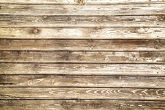 O fundo está em placas de planeamento idosas com uma estrutura pronunciada dos redemoinhos de madeira imagens de stock royalty free