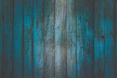O fundo horizontal das placas verticais idosas é pintado na luz - cor azul Foto de Stock