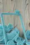 O fundo marinho com laço do algodão faz crochê elementos: estrelas, shell, flores e quadro Fotografia de Stock