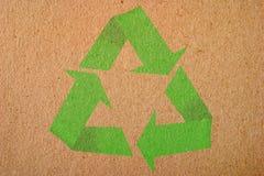 O fundo natural com recicl o símbolo Foto de Stock Royalty Free