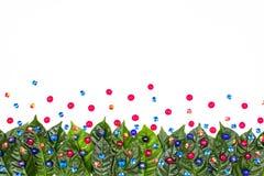 O fundo natural do feriado com verde sae em um fundo branco Fotografia de Stock