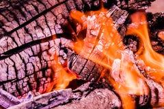 O fundo ou a textura de fogo, de fumo, de madeira, de cinza e de carvão ardentes imagens de stock royalty free