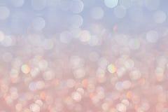 O fundo pastel macio da serenidade de Bokeh com arco-íris borrado ilumina-se foto de stock royalty free