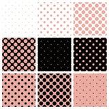O fundo preto, branco e cor-de-rosa ajustou-se com às bolinhas Fotografia de Stock