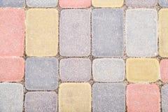 O fundo, textura de pavers coloridos urbanos molda em geral Quadro horizontal Imagens de Stock Royalty Free