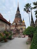 O fundo velho do pagode e do céu imagem de stock