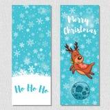 O fundo vertical do projeto do Feliz Natal ajustou-se com os cervos bonitos dos desenhos animados Fotografia de Stock