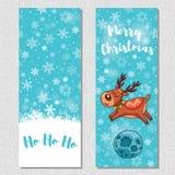 O fundo vertical do projeto do Feliz Natal ajustou-se com os cervos bonitos dos desenhos animados Fotos de Stock