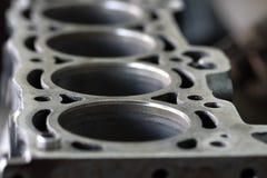 O furo de cilindro do motor, manutenção o motor e substitui o cilindro do motor, verifica e inspeciona a dimensão para dentro Fotografia de Stock