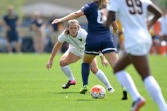 2015 o futebol das mulheres do NCAA - Villanova @ WVU Fotos de Stock