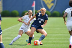 2015 o futebol das mulheres do NCAA - Villanova @ WVU Foto de Stock Royalty Free