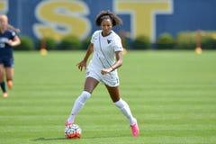 2015 o futebol das mulheres do NCAA - Villanova @ WVU Fotos de Stock Royalty Free