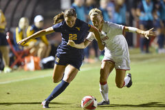 2015 o futebol das mulheres do NCAA - WVU-Maryland Foto de Stock