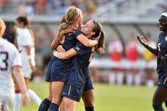 2015 o futebol das mulheres do NCAA - WVU-Maryland Imagens de Stock