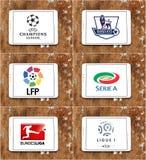 O futebol ou o campeonato de futebol famoso superior marcam no mundo foto de stock