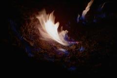 O gás natural arde em Andreia?u de Jos, Romênia Imagens de Stock