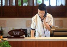 O garçom do porteiro do hotel Imagem de Stock Royalty Free