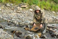 O geólogo da exploração produz fotos de stock royalty free