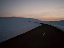 O gelo cobriu montanhas na ilha ocidental norte Fotografia de Stock