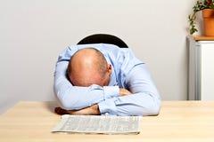 O gerente é desapontado sobre cotações das ações de queda Imagem de Stock Royalty Free