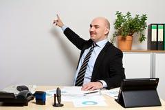 O gerente apresenta as figuras de vendas novas Imagem de Stock