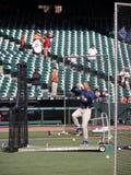 O gerente Bud Black de Padres levanta o pé ao passo dos throws Fotografia de Stock Royalty Free