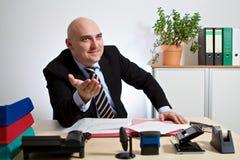 O gerente explica uma situação Imagens de Stock Royalty Free