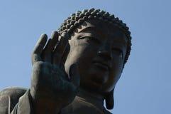O gigante buddha abençoa a mercê da porcelana na ilha de Hong Kong Foto de Stock