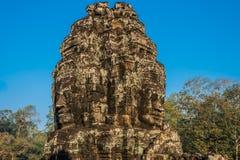 O gigante enfrenta o templo Angkor Thom cambodia do bayon do prasat Fotos de Stock Royalty Free