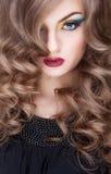 O gilr lindo com olhos azuis e a arte compõem Imagens de Stock