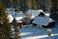 O gl do ½ de Antà é uma casa da quinta na floresta boêmia, no vale do rio de Vydra fotos de stock