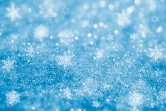 O glitter azul sparkles fundo dos flocos da neve Fotografia de Stock Royalty Free
