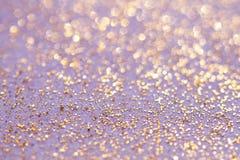 O glitter dourado sparkles fundo da poeira Fotos de Stock Royalty Free