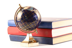 O globo e os livros Foto de Stock Royalty Free