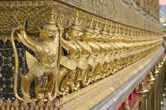 O Goden Garuda no templo de Emerald Buddha, BANGUECOQUE, TAILÂNDIA Imagens de Stock