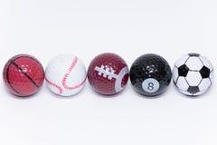 O Golfball pintado como uma bola de muitos tipos diferentes dos esportes golf fotos de stock royalty free