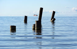 O Golfo da Finlândia com o mar da água azul no horizonte, navegando Fotografia de Stock