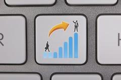 O gráfico do sucesso move o homem de negócios Fotos de Stock Royalty Free