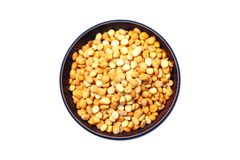O grão-de-bico rachado igualmente sabe como Chana Dal, Toor Dal, montão de grãos-de-bico rachados amarelos, lentilha crua, isolad imagens de stock