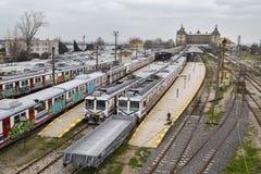 O grafitti velho não utilizado treina na linha em desuso no estação de caminhos-de-ferro de Haydarpasa em Istambul Fotografia de Stock Royalty Free