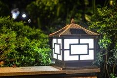 O gramado solar conduziu a lâmpada de polo leve da lâmpada da paisagem do jardim fotografia de stock royalty free